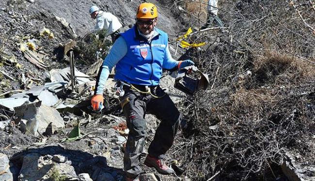As equipes trabalham em uma altitude de 2 mil metros - Foto: Agência Reuters