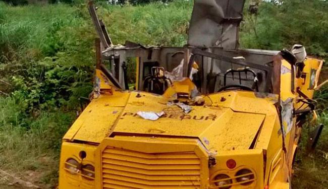 Carro-forte ficou destruído após explosão - Foto: Reprodução   Blog do Sigi Vilares