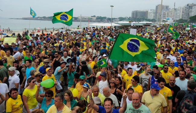 João de Orleãs e Bragança participou dos protestos em Copacabana - Foto: Tânia Rêgo | Agência Brasil