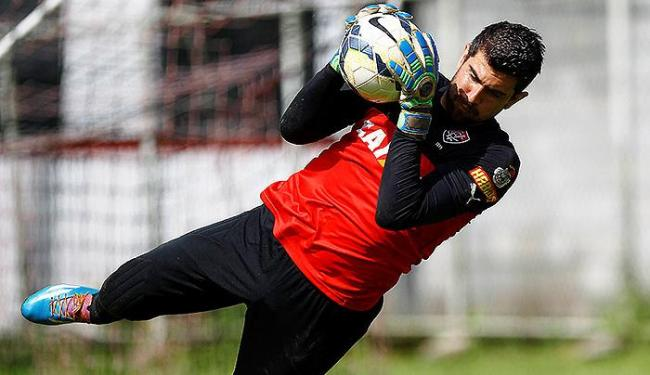 Fernando Miguel treina firme para novamente não sofrer gols hoje, diante do Colo-Colo - Foto: Eduardo Martins | Ag. A TARDE