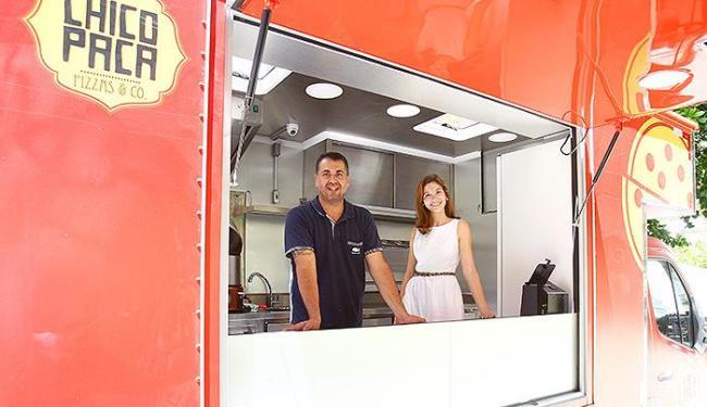 Teixeira toca com a filha Giovana o 'caminhão-pizza' Chicopaca - Foto: Adilton Venegeroles l Ag. A TARDE