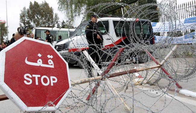 Marcha de abertura do Fórum Social Mundial segue até o Museu do Bardo, onde aconteceu o atentado - Foto: Agência Reuters