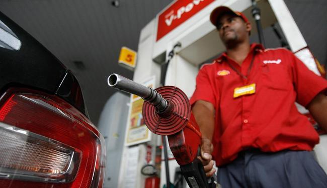 O impacto do aumento do tributo será de R$ 0,03 no preço final da gasolina - Foto: Raul Spinassé l Ag. A TARDE