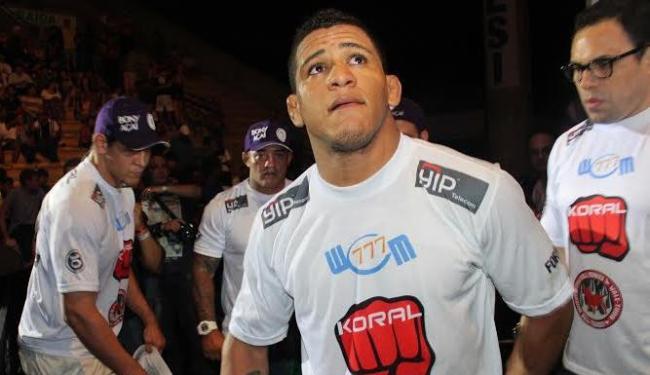 Durinho derrotou Alex Cowboy com uma chave de braço - Foto: Divulgação
