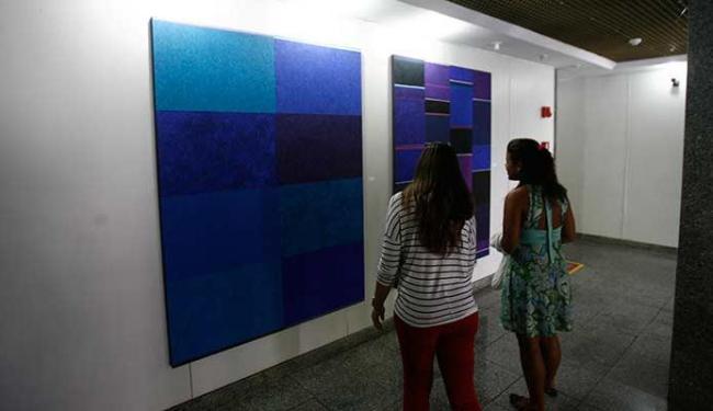 O público pode conferir cinco quadros do pintor (técnica óleo sobre tela), que estão expostos - Foto: Fernando Amorim   Ag. A TARDE