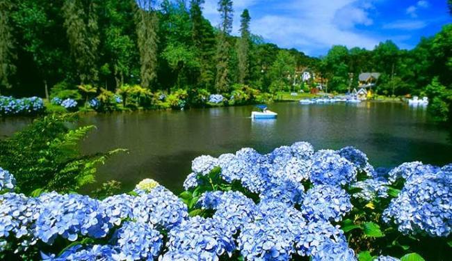 Lagoas de Gramado são algumas das atrações da cidade - Foto: Leonid Streliaev   Divulgação