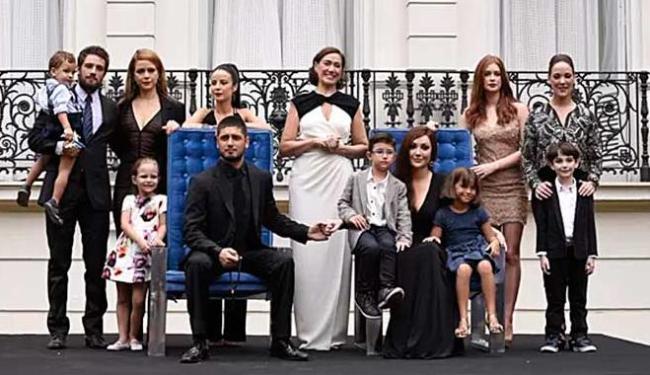 Foto da família Medeiros no final da trama, sem José Alfredo - Foto: Raphael Dias | Gshow | Reprodução