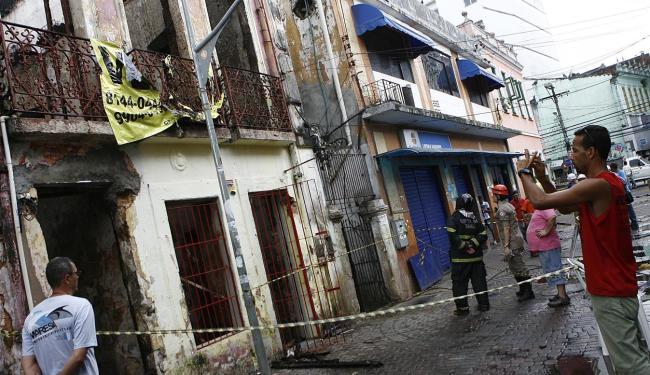 Incêndio começou na madrugada deste sábado - Foto: Marco Aurélio Martins | Ag. A TARDE