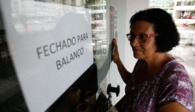 Maria Moraes foi comprar artesanato e encontrou a porta do Instituto Mauá fechada - Foto: Raul Spinassé   Ag. A TARDE