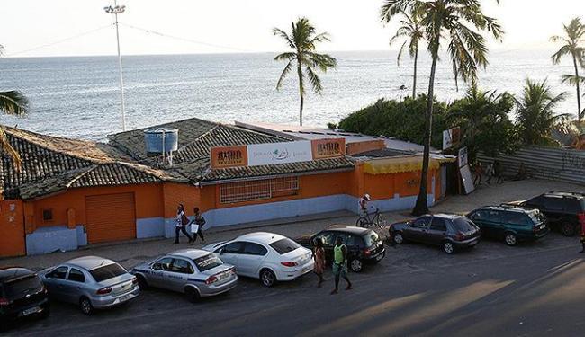 Jangada é o último restaurante remanescente, que permanece na orla de Itapuã - Foto: Fernando Amorim | Ag. A TARDE