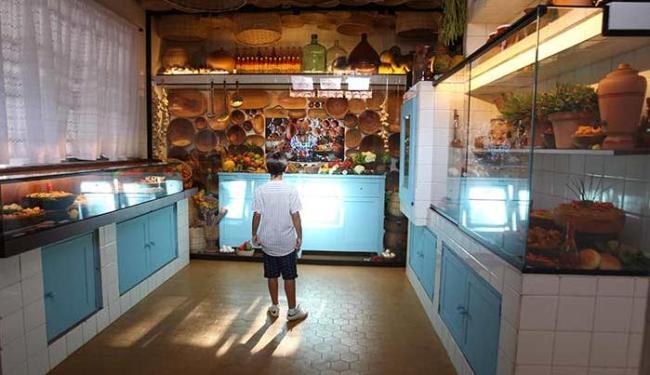 Criança se encantou pelos objetos expostos na cozinha - Foto: Lúcio Távora | Ag. A TARDE