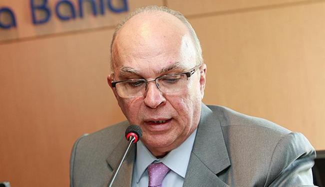 Citado pelo doleiro Alberto Youssef, conselheiro tenta manter a rotina no Tribunal de Contas dos Mun - Foto: Margarida Neide | Ag. A TARDE