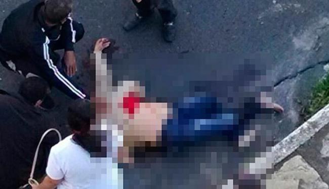 Vítima ficou ferida e foi socorrida por ambulância do Samu - Foto: Reprodução | Blog do Anderson