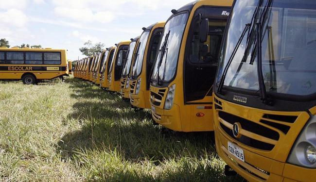 Os ônibus servirão aos estudantes de escolas da zona rural de 97 municípios baianos - Foto: Luiz Tito | Ag. A TARDE