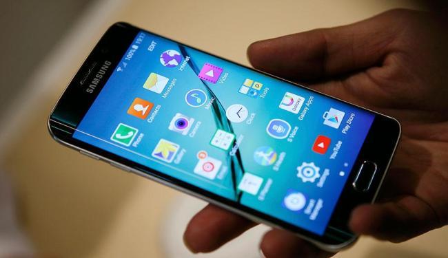 Tecnologia permite pagamento de compras em lojas físicas por meio de smartphones - Foto: Agência Reuters