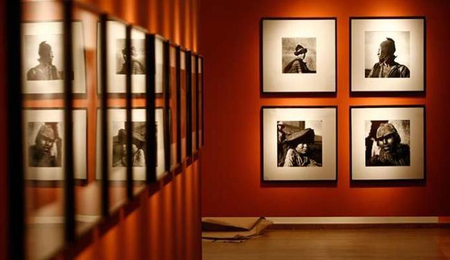 Mostra reúne fotos de viagens de Pierre Verger - Foto: Raul Spinassé   Ag. A TARDE