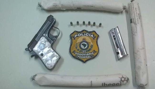 Material apreendido pelos agentes durante abordagem na rodovia - Foto: Divulgação: PRF