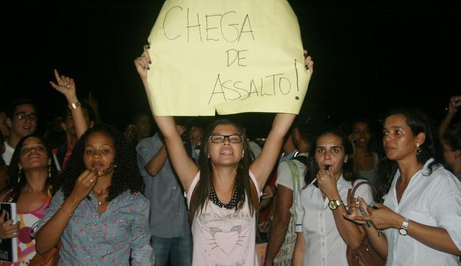 Alunos pedem mais segurança - Foto: Raul Aguilar   Ag. A TARDE