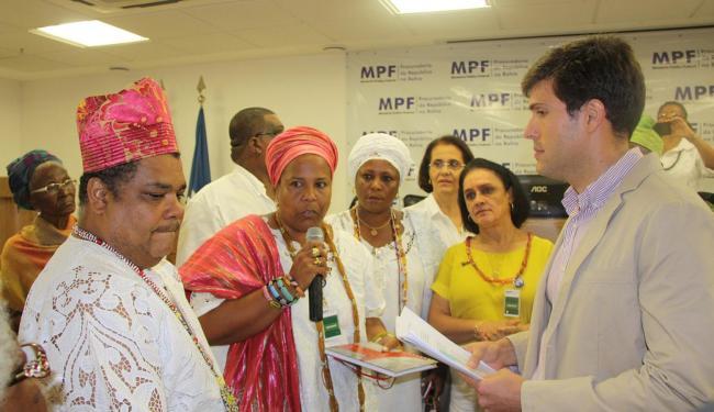 Líderes entregaram documento ao procurador-chefe do MPF-BA, Pablo Barreto - Foto: Divulgação l Ascom