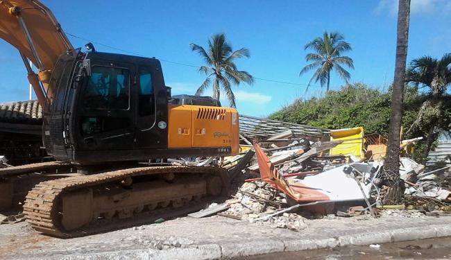Demolição foi realizada por agentes da prefeitura - Foto: Paula Pitta | Ag. A TARDE