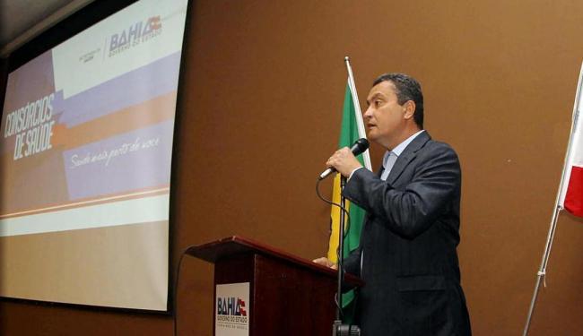 Rui Costa detalhou programa diante de prefeitos e líderes de consórcios públicos - Foto: Manu Dias | Gov-BA | Divulgação