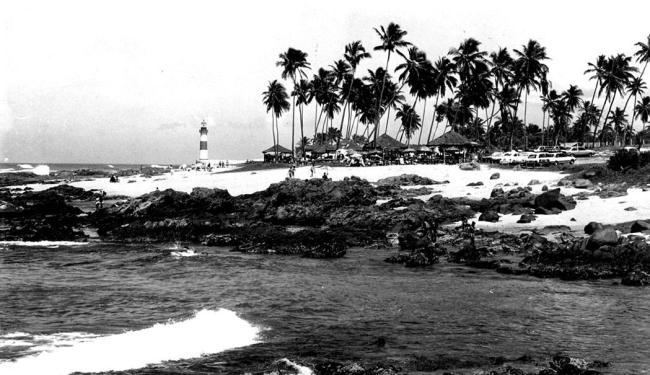 Ao fundo, Farol de Itapuã aparece em registro de 1987 - Foto: Arquivo | A TARDE