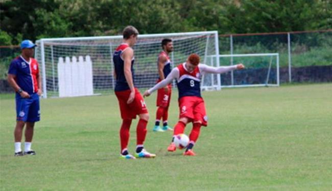 Souza participa de treino de bola parada no Fazendão - Foto: Divulgação | E.C.Bahia