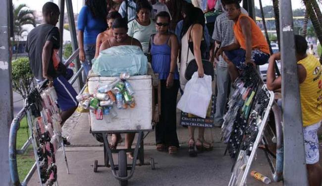 Número de trabalhadores com carteira assinada caiu 1,9% em janeiro ante janeiro de 2014 - Foto: Lúcio Távora | Ag. A TARDE