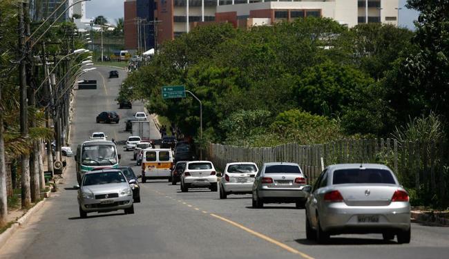 Uma das obras será a duplicação da avenida Orlando Gomes - Foto: Raul Spinassé | Ag. A TARDE