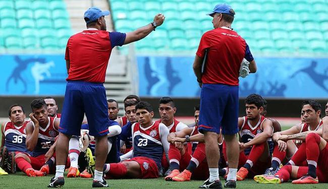 Dois momentos da armada tricolor em treino na arena do combate desta tarde, a Fonte Nova - Foto: Felipe Oliveira   EC Bahia   Divulgação