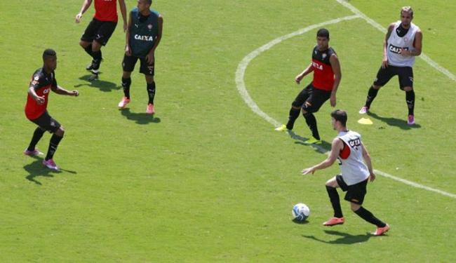Parte do elenco rubro-negro fez treino tático no campo do Barradão - Foto: Luciano da Matta | Ag. A TARDE