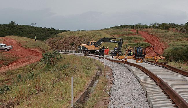 Ttrilhos da Ferrovia Oeste-Leste, com 1.527 quilômetros de extensão, já começaram a ser assentados - Foto: Elói Corrêa l Govba
