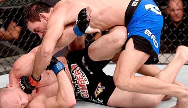 O atleta brasileiro Demian Maia mostrou toda sua experiência no jiu-jitsu contra Ryan LaFlare - Foto: Reprodução: Site UFC
