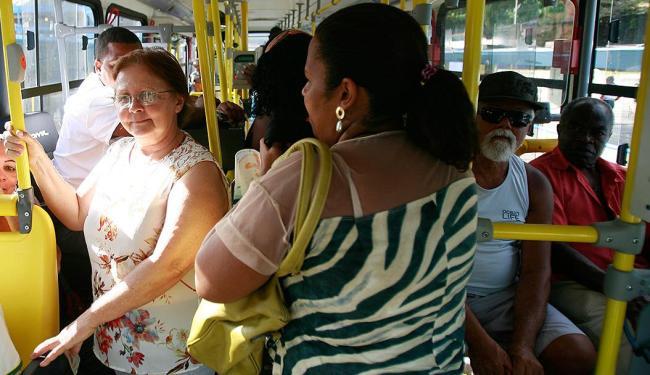 Quase metade dos brasileiros usa ônibus para se locomover - Foto: Joá Souza | Ag. A TARDE