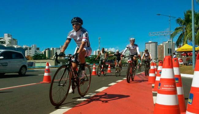 Ciclistas amadores podem pedalar ao lado de profissionais - Foto: Margarida Neide | Ag. A TARDE