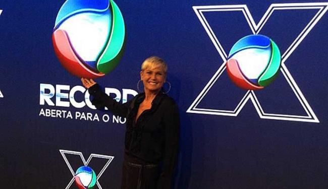 Xuxa assinou contrato nesta quinta-feira, 5, com a Record - Foto: Reprodução | Facebook