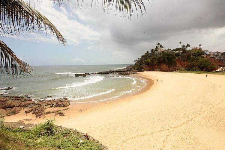 A pessoa encontrada na Praia da Paciência ainda não foi identificada - Foto: Mila Cordeiro | Ag. A TARDE
