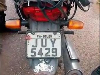 Policiais prenderam condutor que adulterou placa de veículo - Foto: Reprodução | Youtube