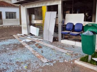 Agência ficou completamente destruída após explosão - Foto: Reprodução   Blog Liberdade Bom Sucesso
