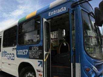 Motorista se negou a sair com ônibus depois de ser ameaçado - Foto: Mila Cordeiro | Ag. A TARDE