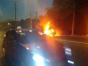 Moradores bloquearam via incendiando pneus e sofás - Foto: Divulgação | Visão Diária