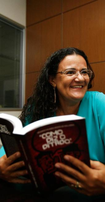 Helenita planeja a edição de mais cinco livros em que revela outros costumes culturais do Brasil - Foto: Fernando Amorim | Ag. A TARDE