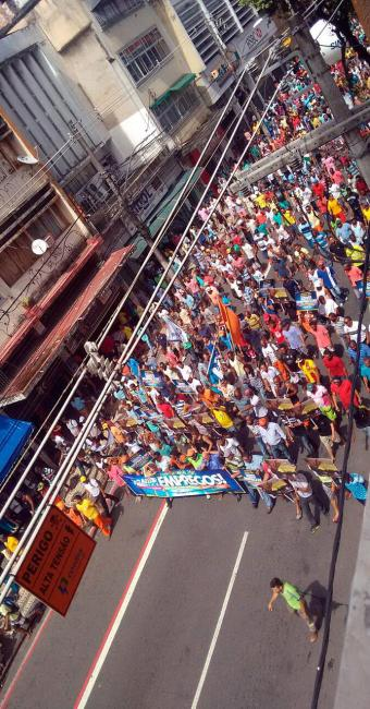 Trabalhadores se concentram em frente à SRTE, na avenida Sete de Setembro - Foto: Grazi Nascimento   Reprodução   Via Whatsapp