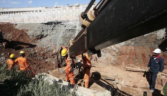 Embasa diz que trabalha com 150 técnicos para recuperar a adutora danificada - Foto: Mila Cordeiro | Ag. A TARDE