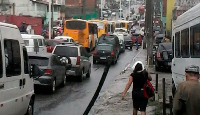 Protesto trava o trânsito na avenida Suburbana na manhã desta quarta, 15 - Foto: Jafferson Santos   Ag. A TARDE