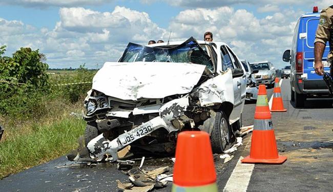 Siena que bateu de frente com o veículo causador do acidente. - Foto: Reprodução | Acorda Cidade