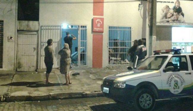 Os bandidos chegaram disparando diversos tiros na frente da unidade bancária - Foto: Marcos Frahm | Blog Marcos Frahm