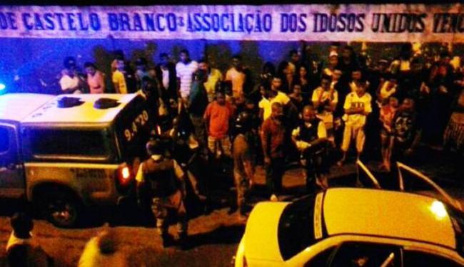 Bandidos atiraram na criança e nos pais dela quando as vítimas estavam em um táxi - Foto: Cidadão Repórter | Via Whatsapp