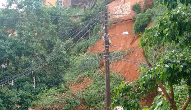 Devido à chuva, parte de uma encosta também caiu numa outra região do Marotinho - Foto: Cidadão Repórter   Gleifersom Conceição