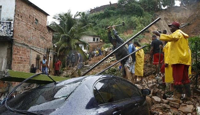Corpo de Zenaide foi o 14ª a ser resgatado dos escombros - Foto: Marco Aurélio Martins | Ag. A TARDE